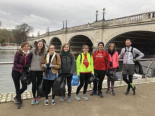 Litter-ally minutes to make the Thames a safer place