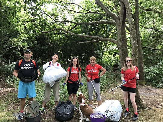 A 'sock'sessful litter pick with a 'tyre'some amount of litter