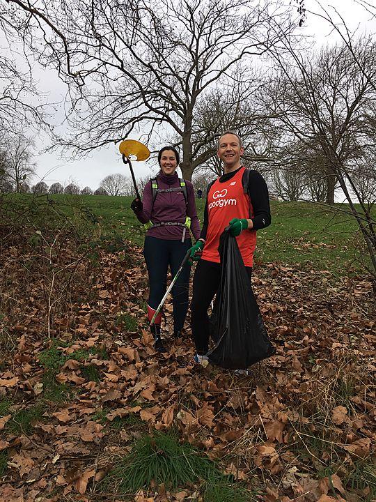 Litter-picking pre-Hilly Fields parkrun