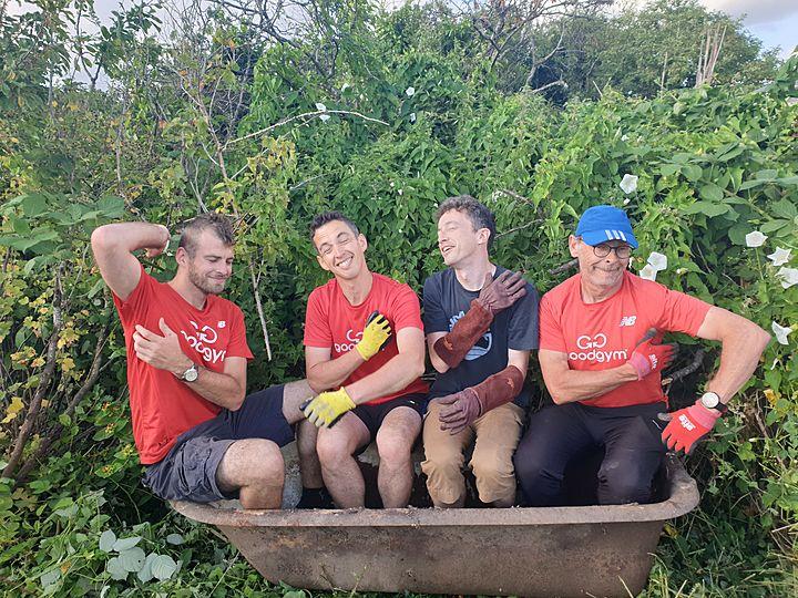 Rubadubdub 4 men in a tub!