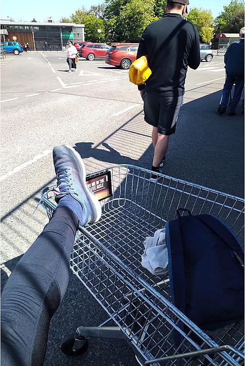 Shopping trolley-lates