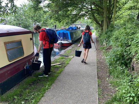 Litter Picking along the Canals
