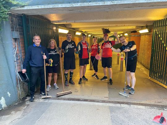 GoodGym Swindon clean up in Dust a minute!