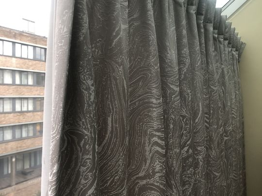 Tidying up curtain