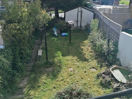 FlyMow, FlyMow, a spot of gardening to go...